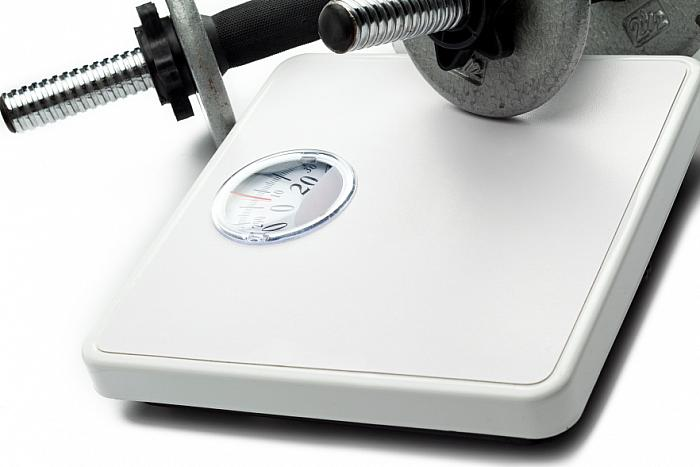 kozzi-290494-weight scale and hand weights-883x588