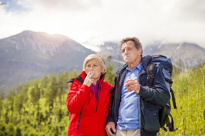 kozzi-Senior couple hiking-883x588