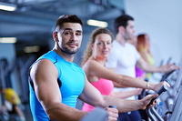 kozzi-Group of people running on treadmills-882x589